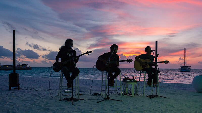 Musicians performing at the beach in the Maldives | Photo: Meeru Island Resort and Spa